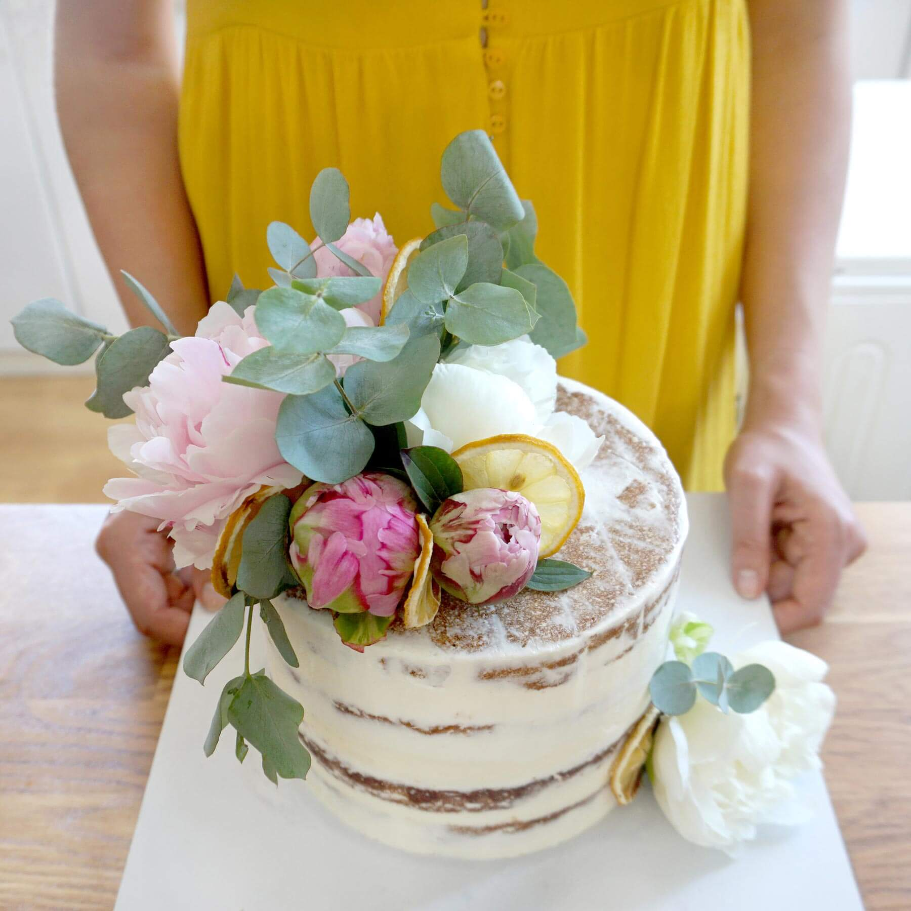 Naked Cake with Fresh Flowers – Evening Class